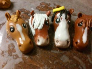 Horses sculpted in marshmallow fondant